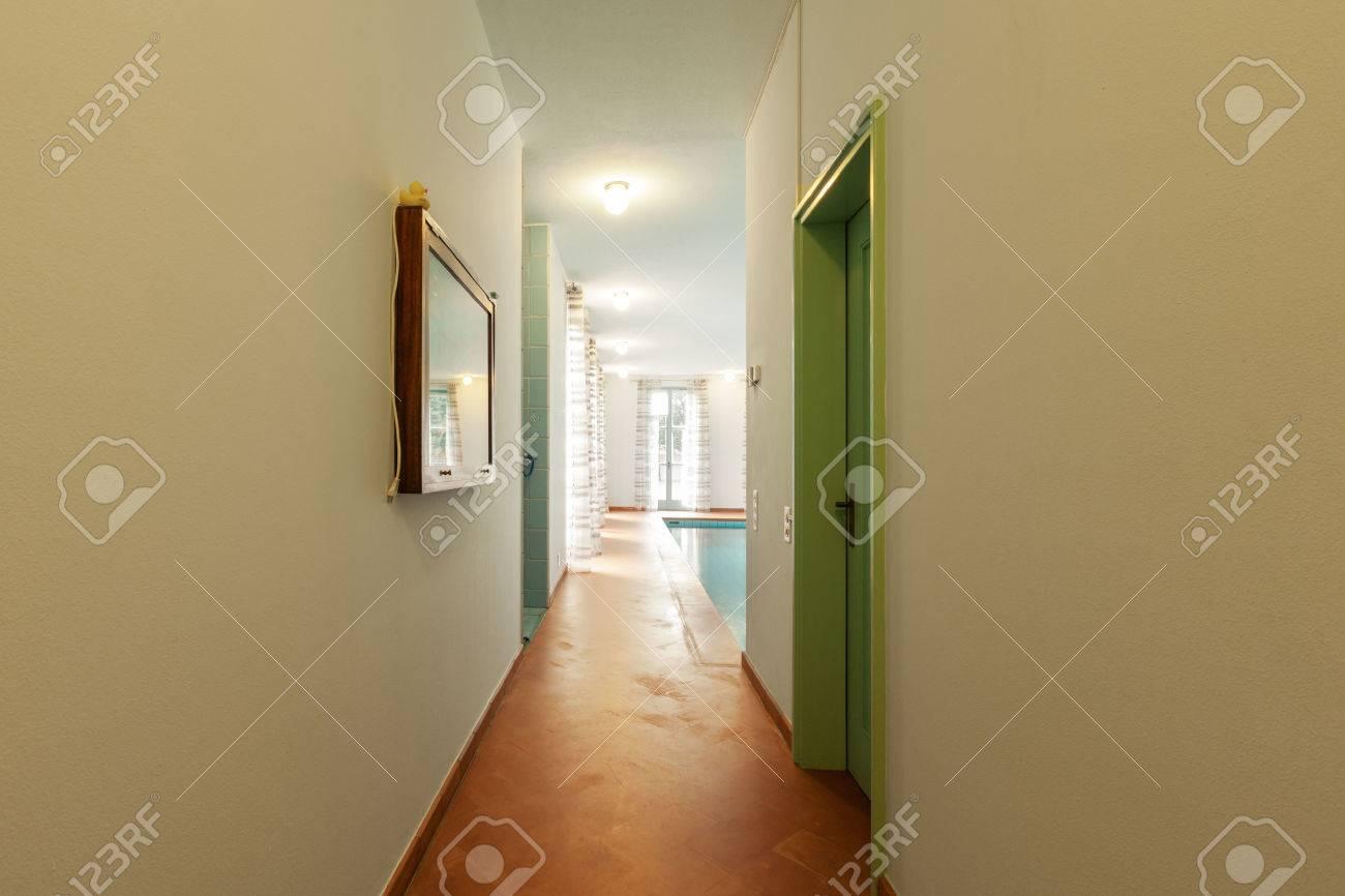 Haus Innenräume Eingerichtet, Flur Lizenzfreie Fotos, Bilder Und ...