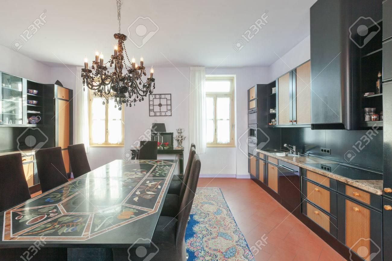 Haus Innenräume Eingerichtet, Esszimmer Lizenzfreie Fotos, Bilder ...