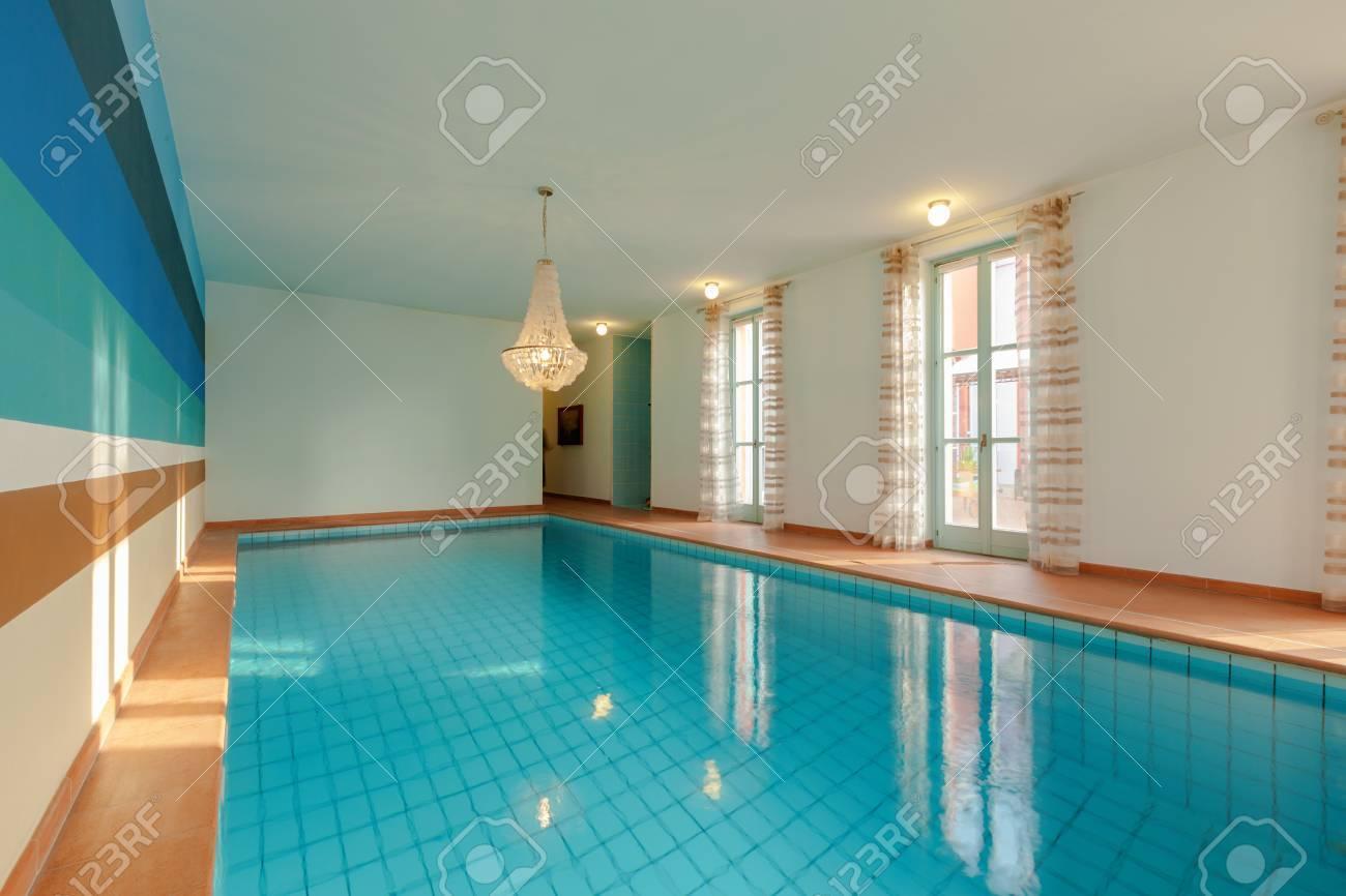 Haus Innenräume, Einen Privaten Pool Lizenzfreie Fotos, Bilder Und ...