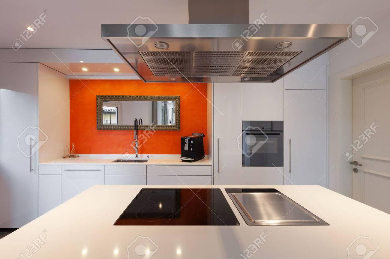 Interior of house, modern kitchen hob Archivio Fotografico - 50592607