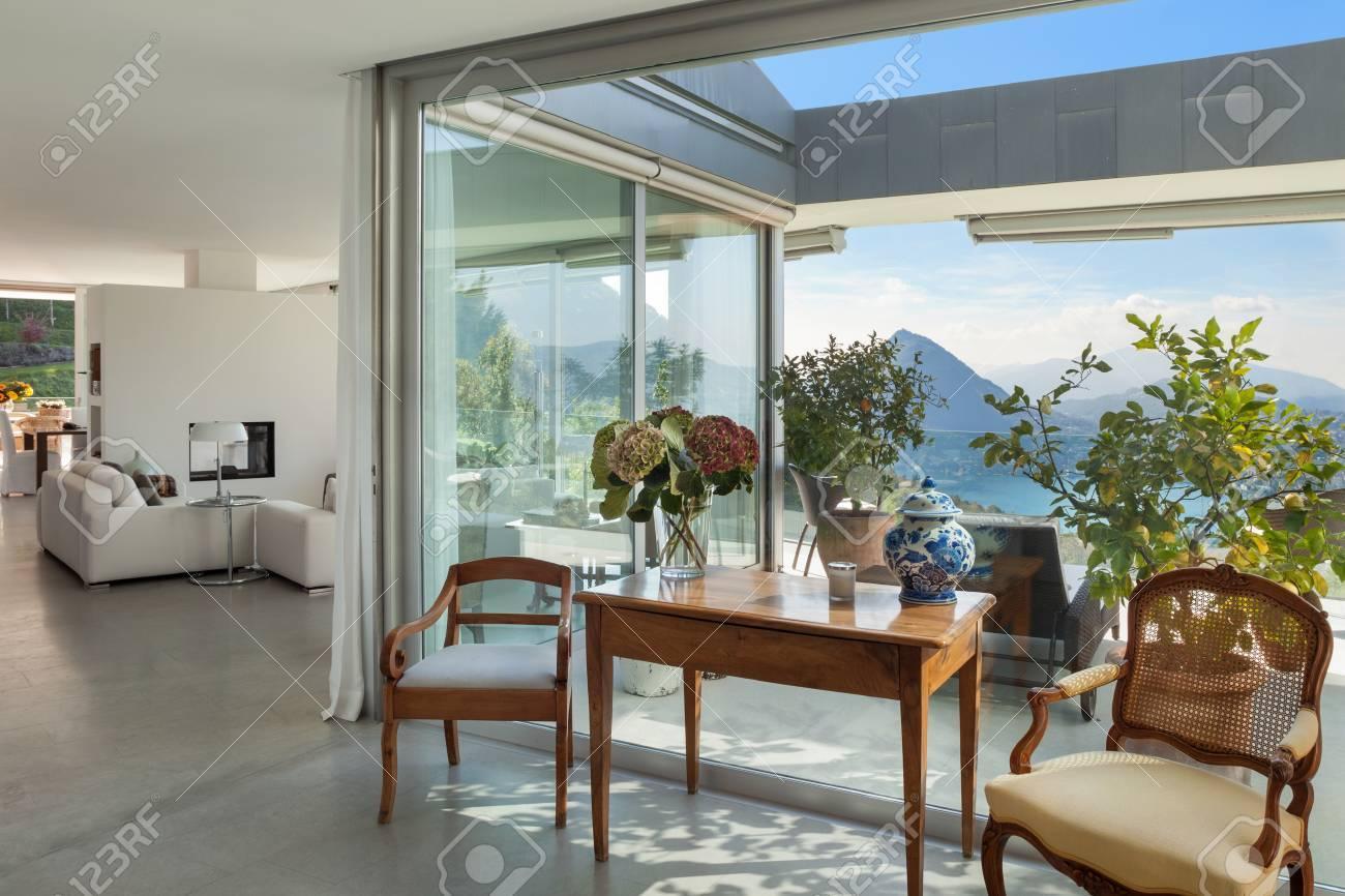 Banque Du0027images   Maison Moderne, De Beaux Intérieurs, Décoration Classique  Et Vue Sur La Véranda