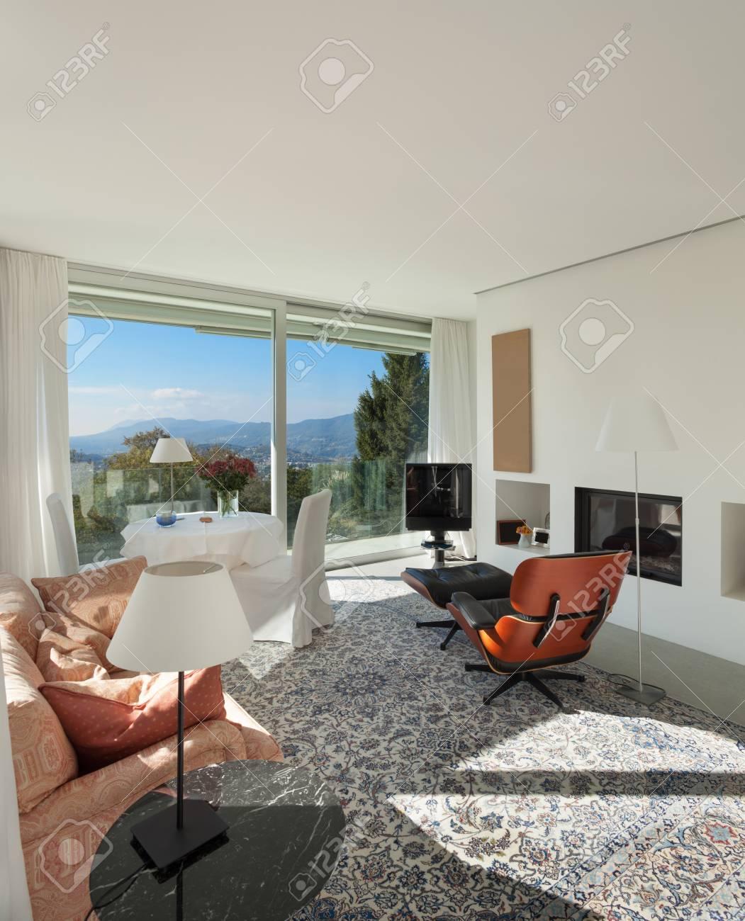 Inter Eines Modernen Hauses, Schöne Wohnzimmer Lizenzfreie Fotos ...