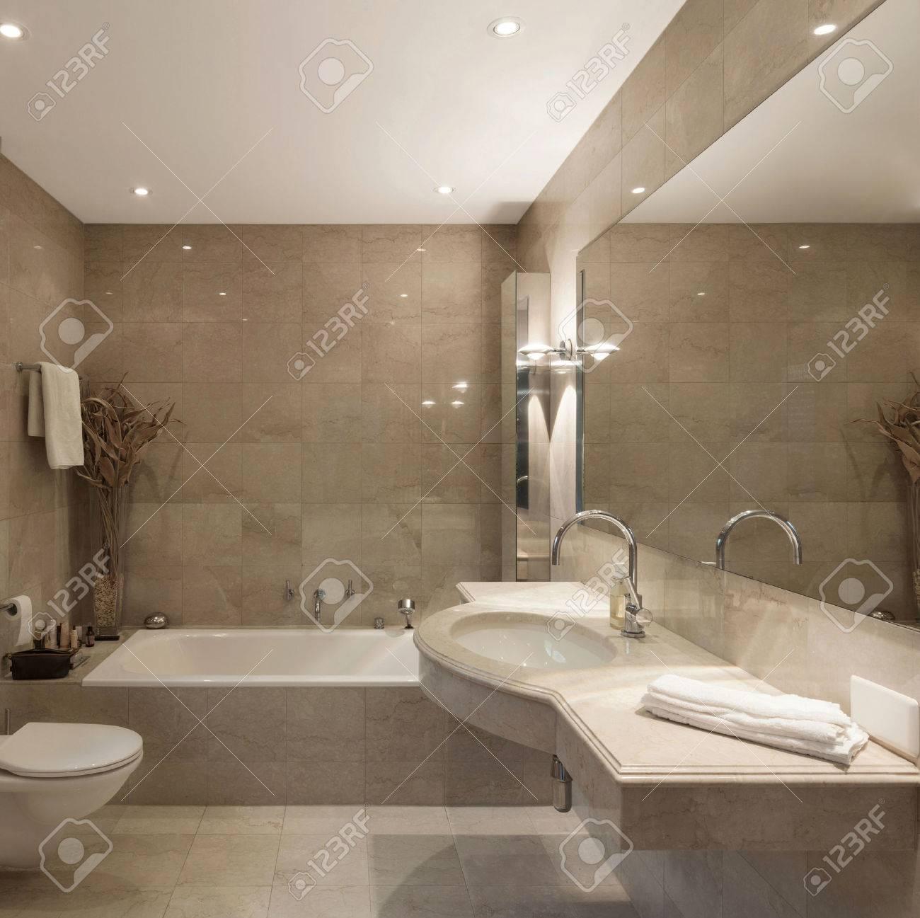Interior De Una Casa Moderna, Cuarto De Baño, Diseño Clásico Fotos ...