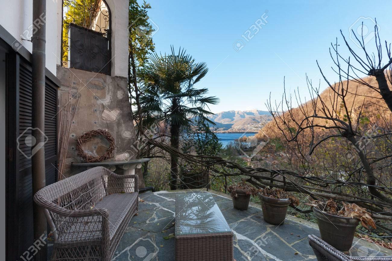 Casa Terraza Con Muebles De Jardín Suelos De Piedra