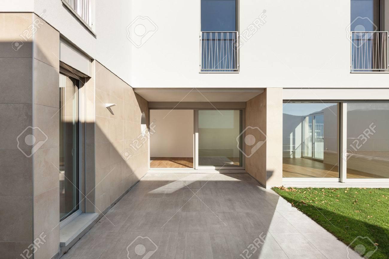 Extérieur D\'un Immeuble Moderne, Vue Depuis La Terrasse Banque D ...