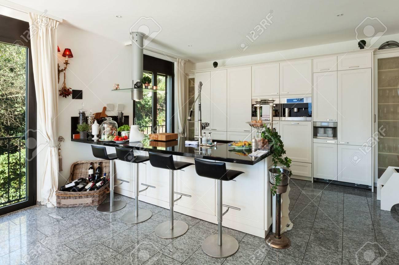Interieur De Cuisine Moderne Dans La Maison De Luxe Banque D Images