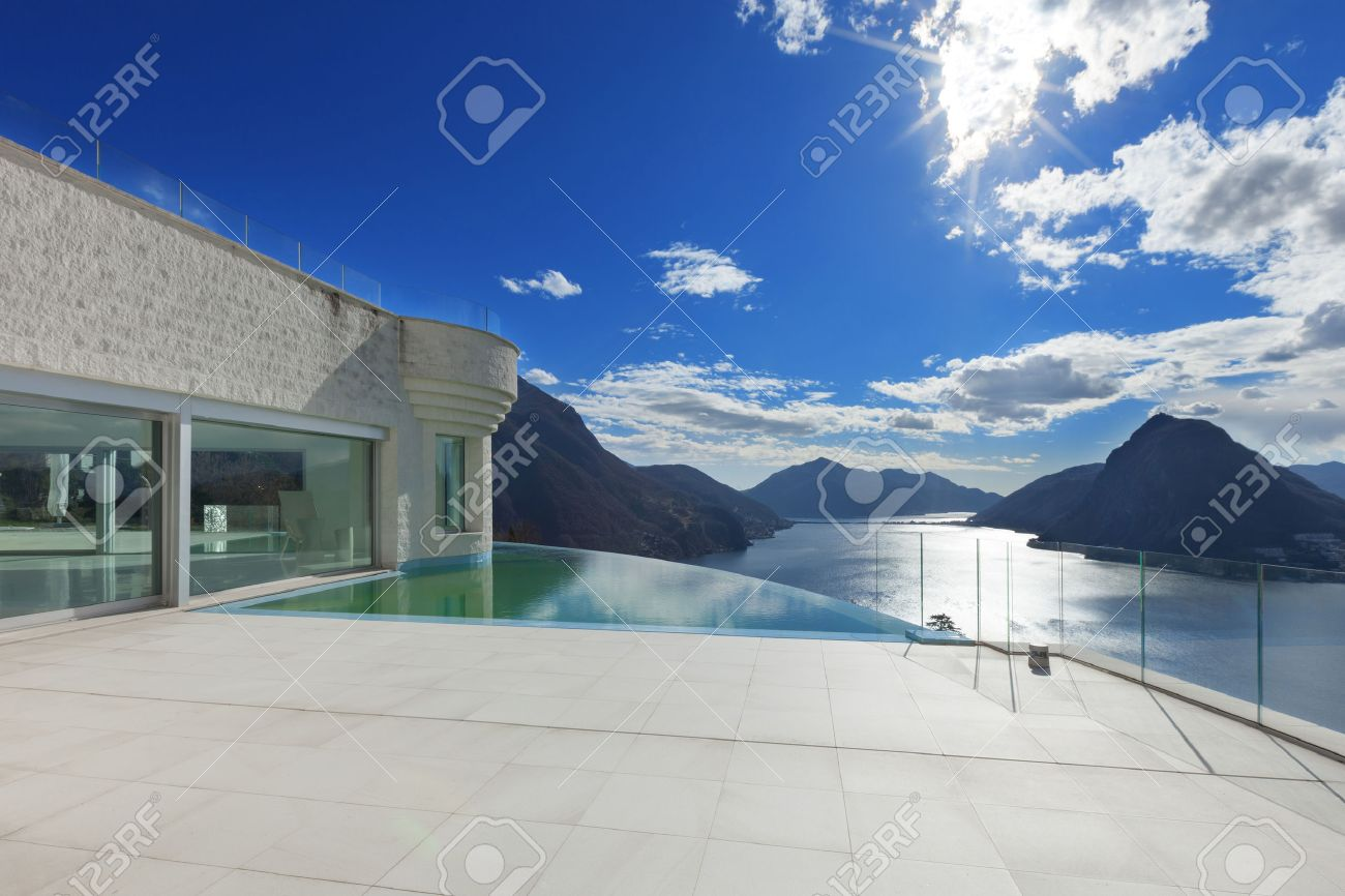 modern penthouse with infinity pool, exterior Archivio Fotografico - 54366125