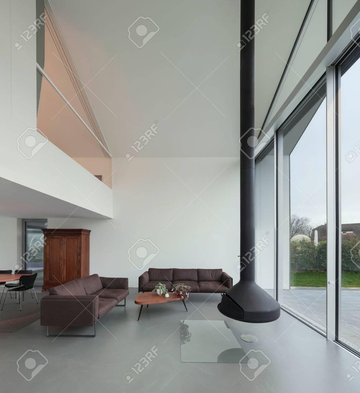 Innenraum Eines Schönen Modernen Haus, Wohnzimmer Lizenzfreie Fotos ...