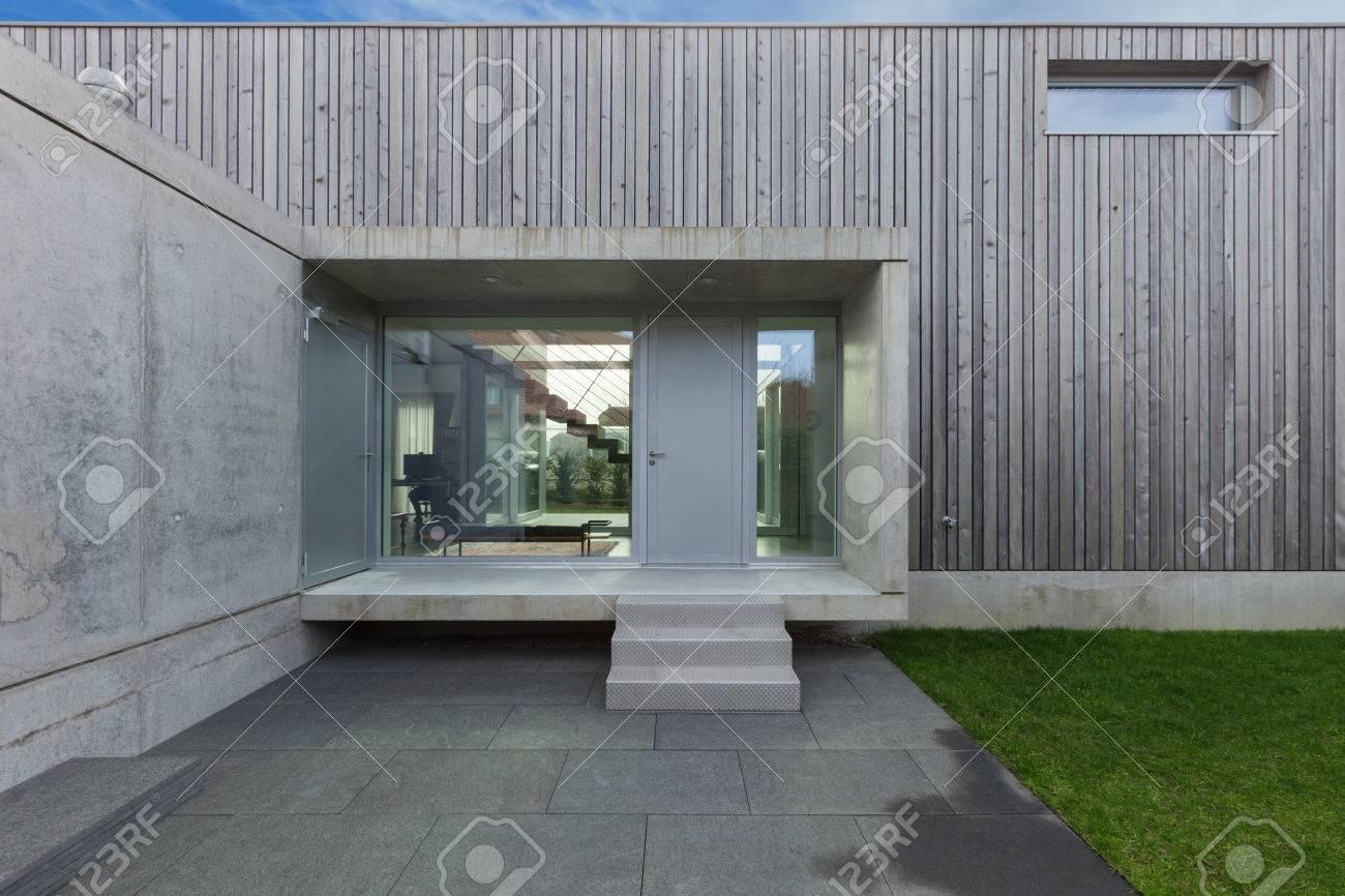 Elegant Banque Du0027images   Entrée Du0027une Maison Moderne En Béton Et En Bois, Extérieur