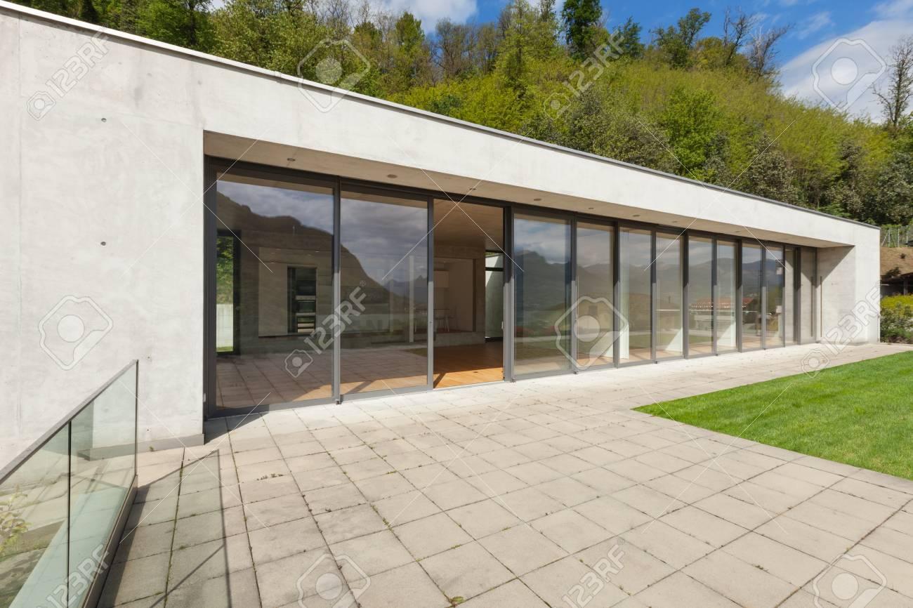 exter architecture moderne, maison en béton avec pelouse verte