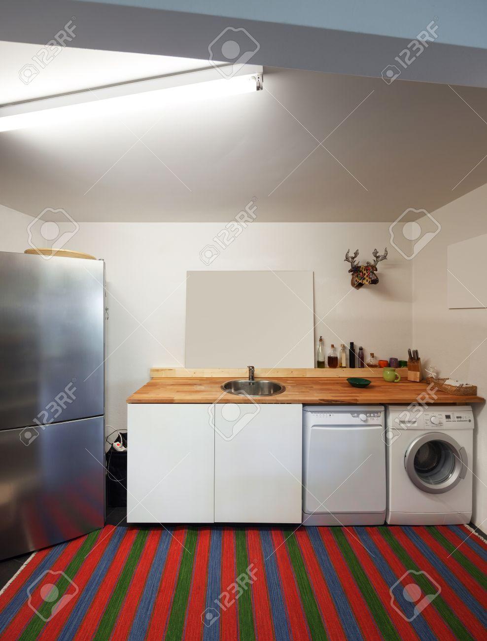 Inter-Wohnung, Küche Mit Waschmaschine Und Geschirrspüler ...