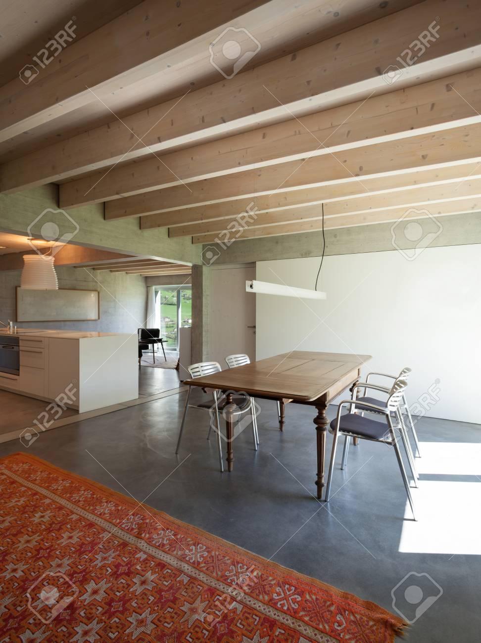 Interieur D Une Villa Salle A Manger Moderne Avec Tapis Rouge