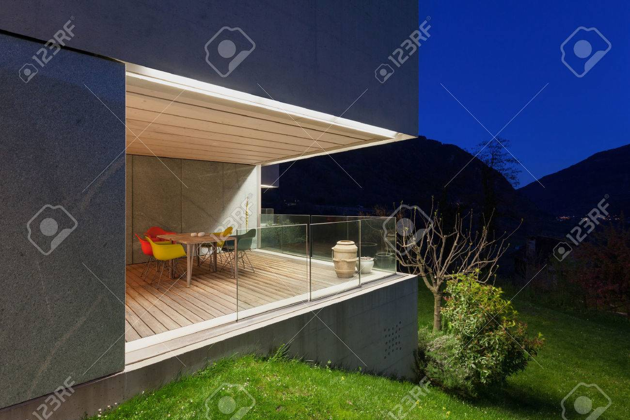 Arquitectura Diseño Moderno Casa De Concreto Terraza Iluminada Por La Noche