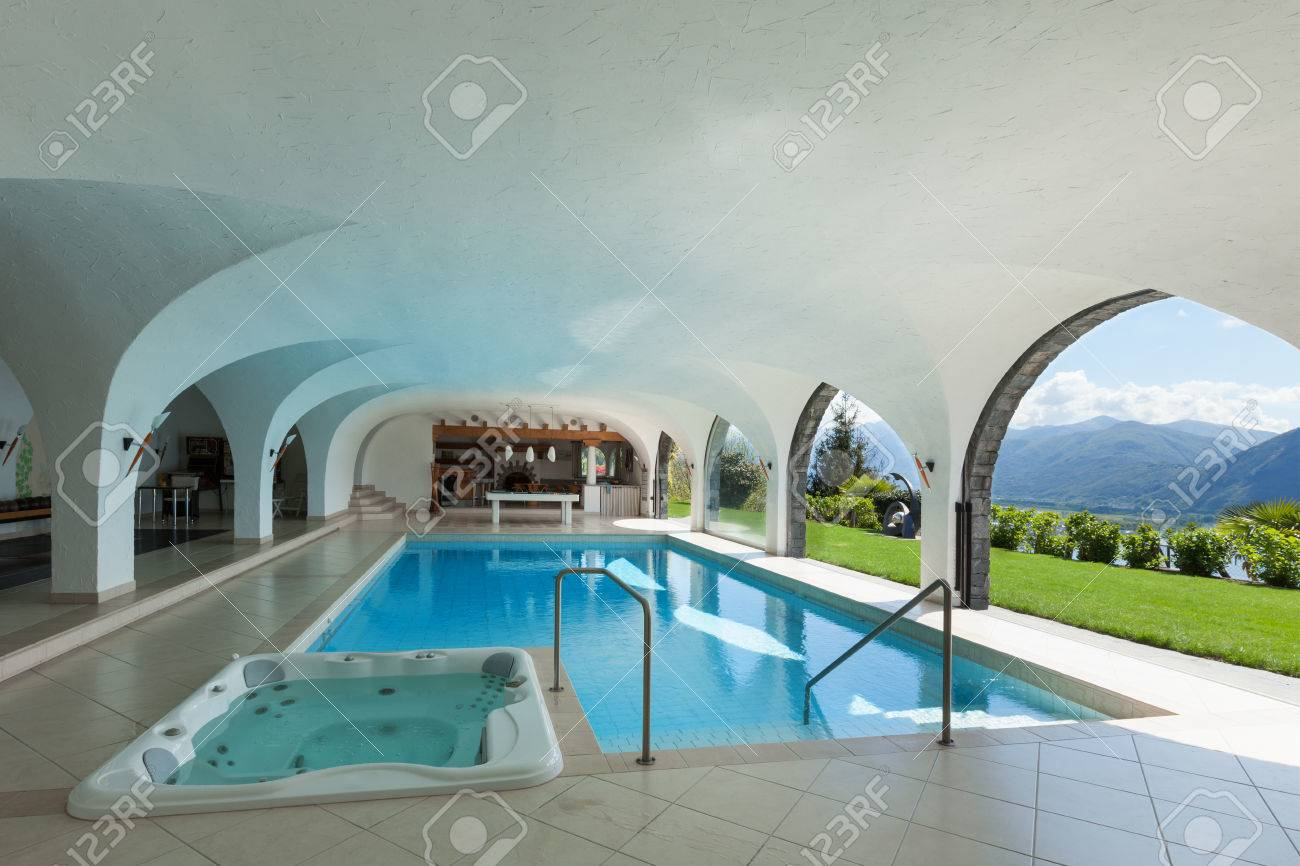 Architecture Villa De Luxe Avec Piscine Interieure Banque D