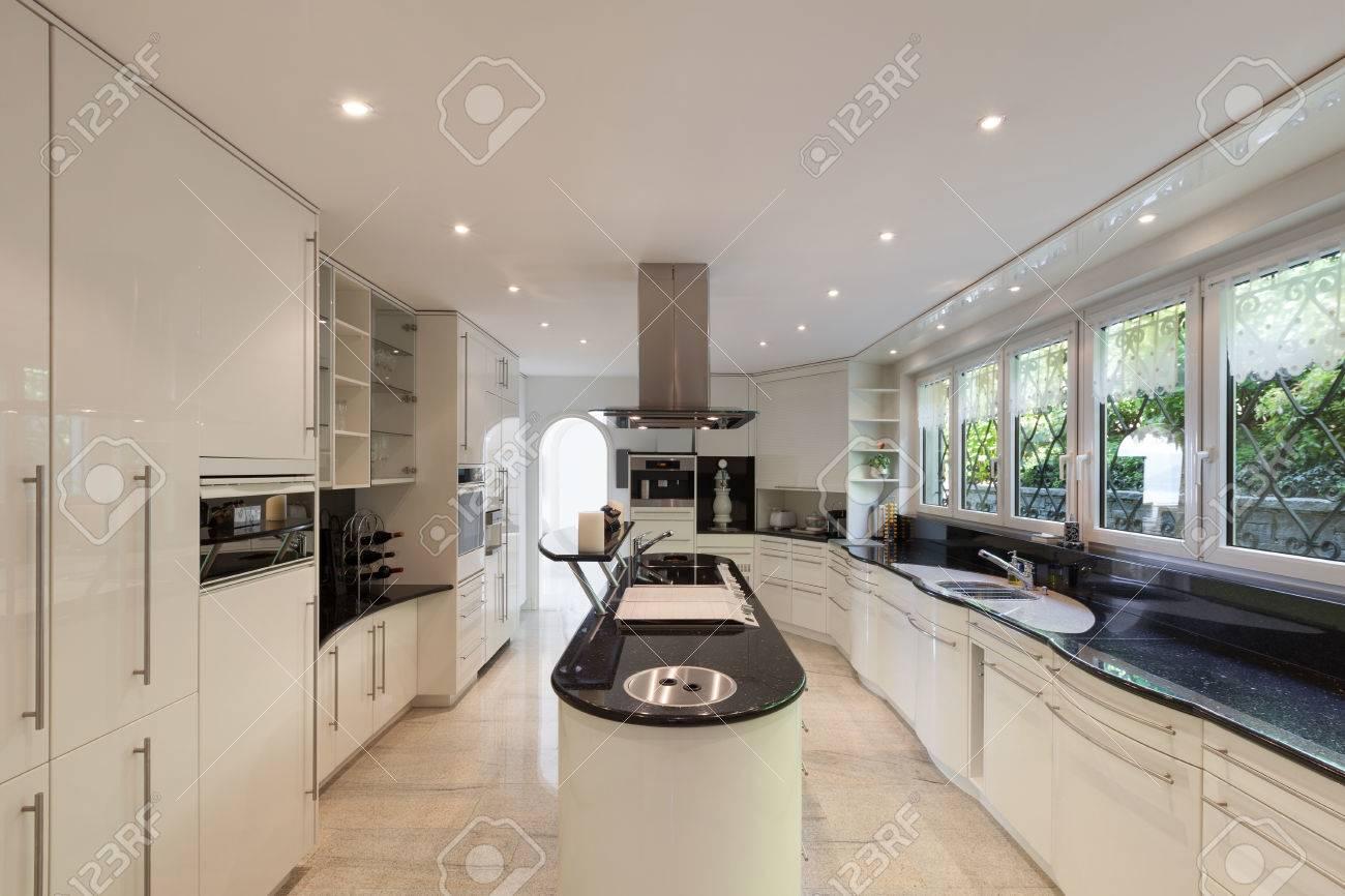 Innenraum, Moderne Küche Eines Luxushauses Lizenzfreie Fotos, Bilder ...