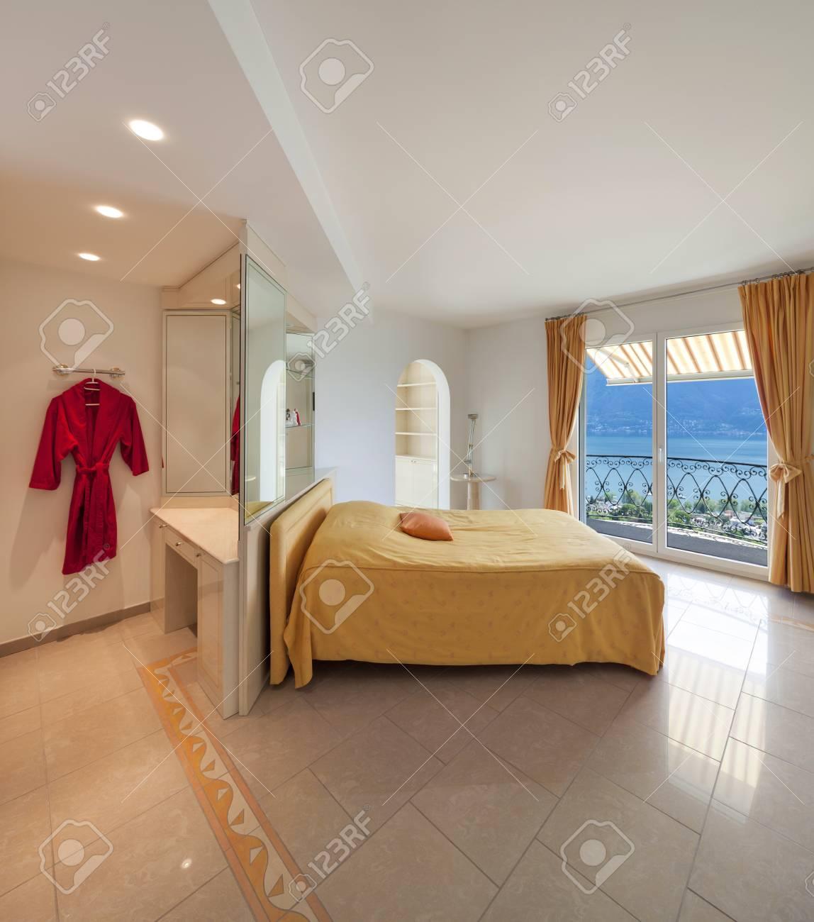 Intérieur d\'une maison de luxe, chambre confortable