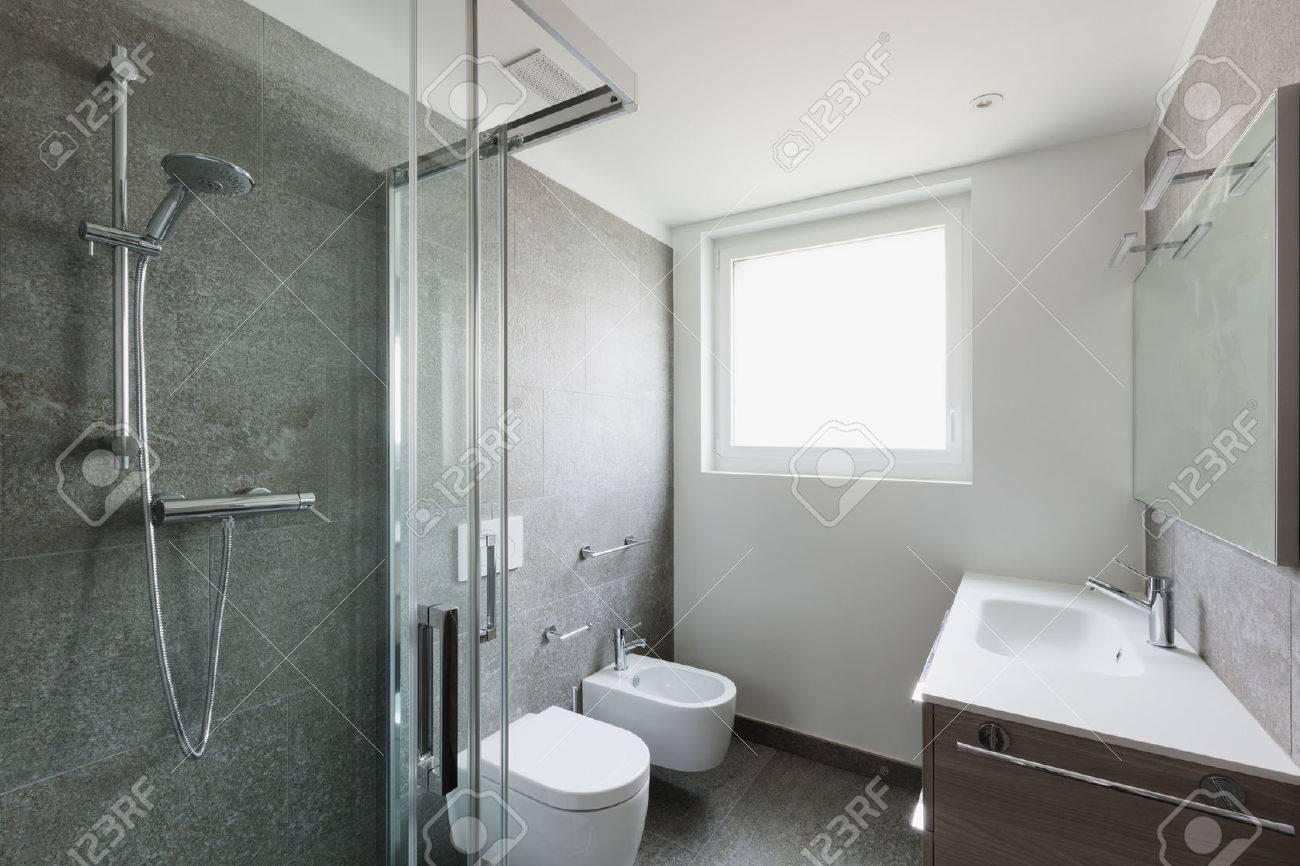 Interieur De L Appartement Vide Salle De Bain Blanche Avec Douche