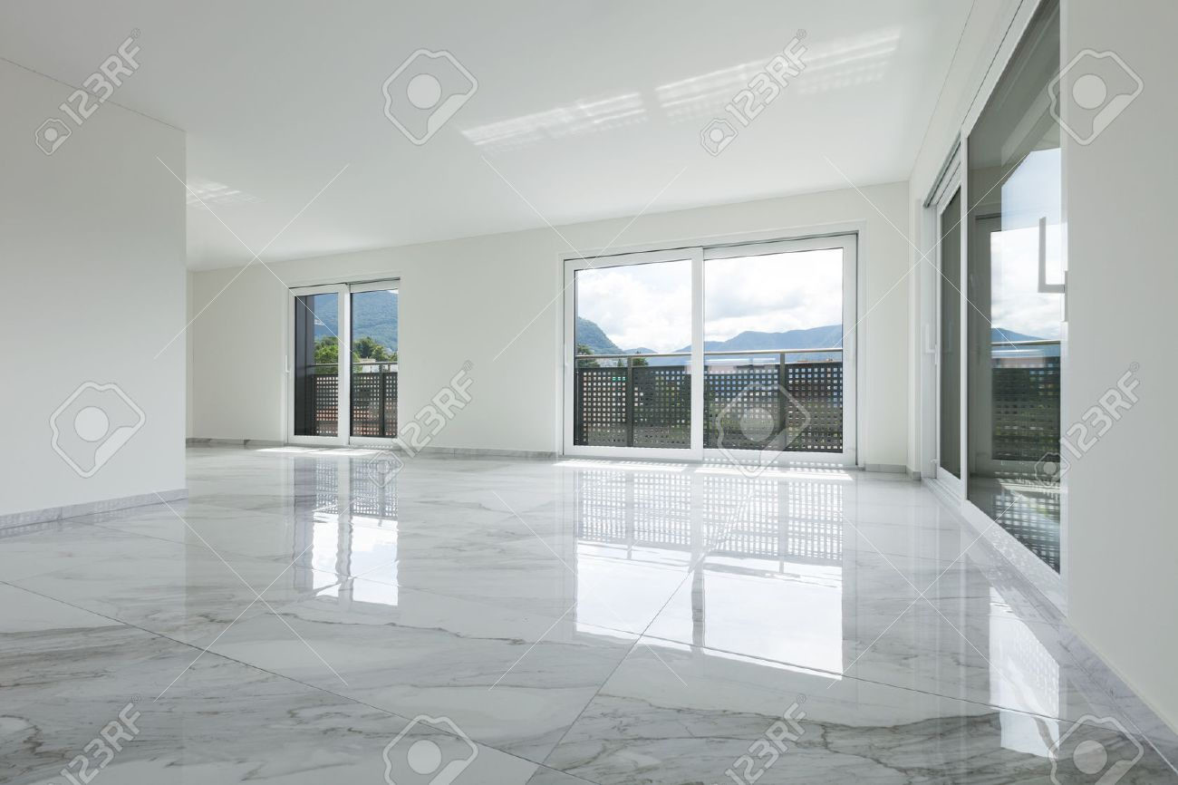 Interior of empty apartment, wide room with marble floor Archivio Fotografico - 62408888