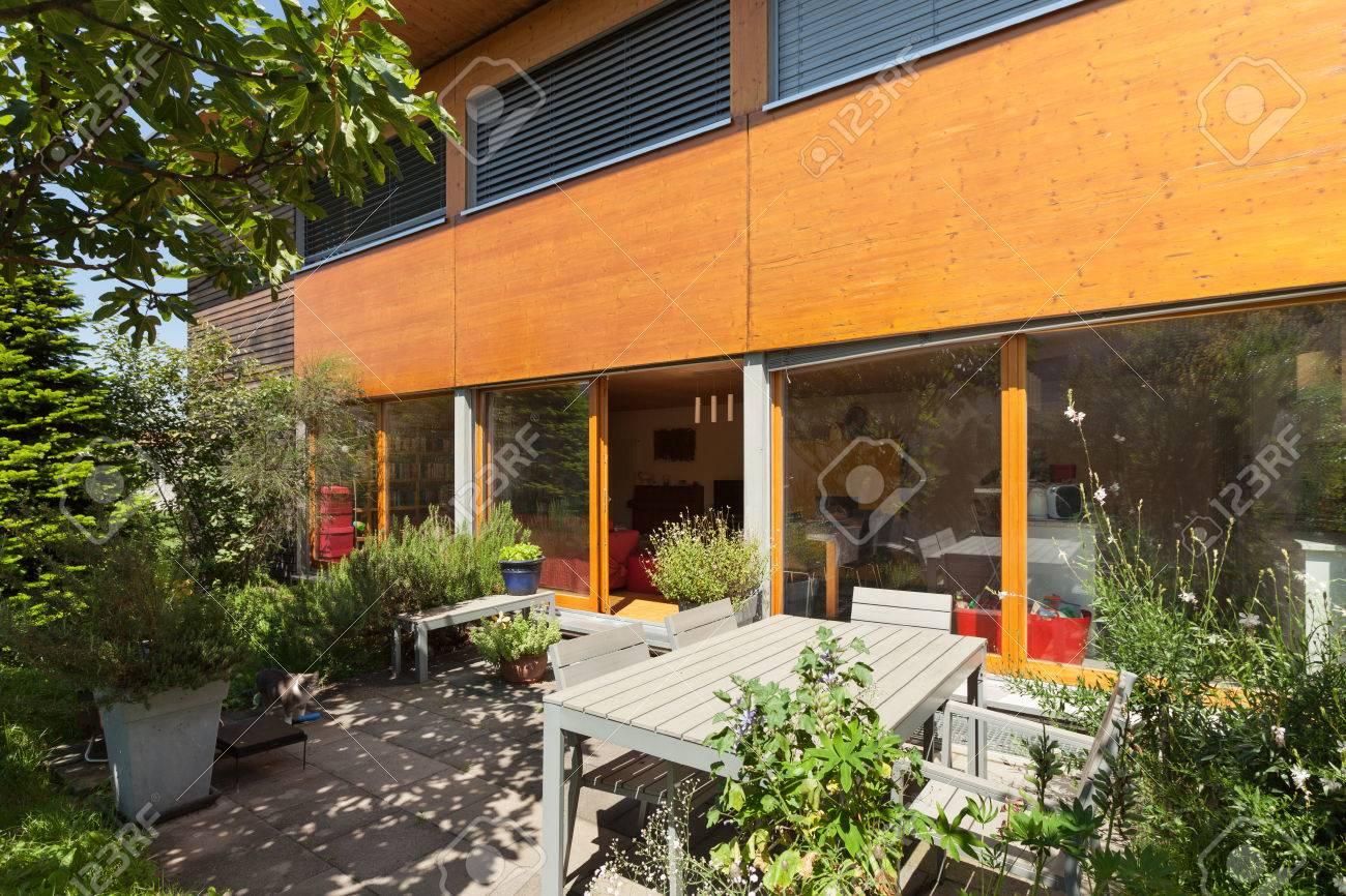 Terraza De Una Casa De Madera, El Diseño Moderno Fotos, Retratos ...