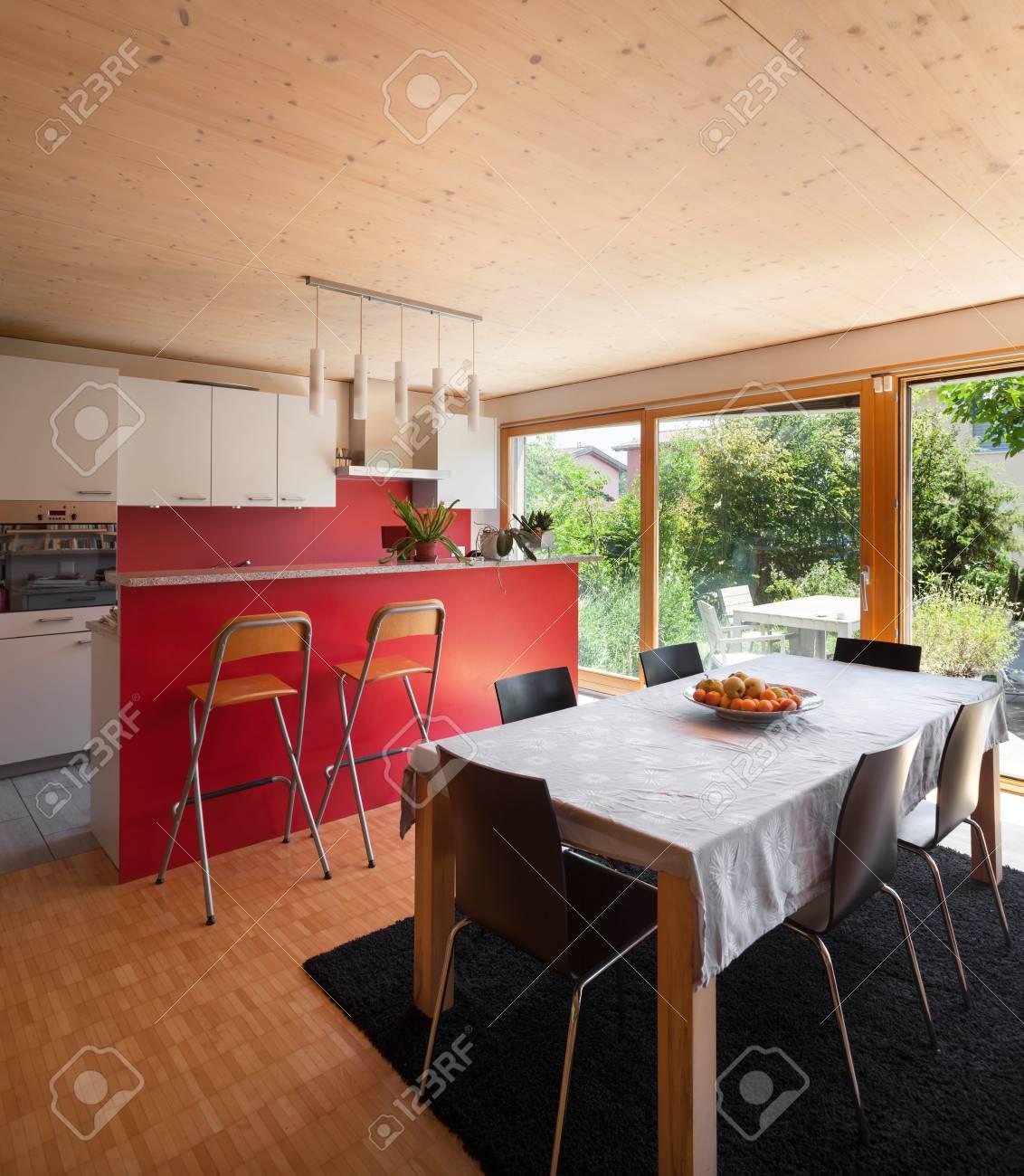 Espace Ouvert D\'une Maison Moderne, Table à Manger Et Cuisine Banque ...