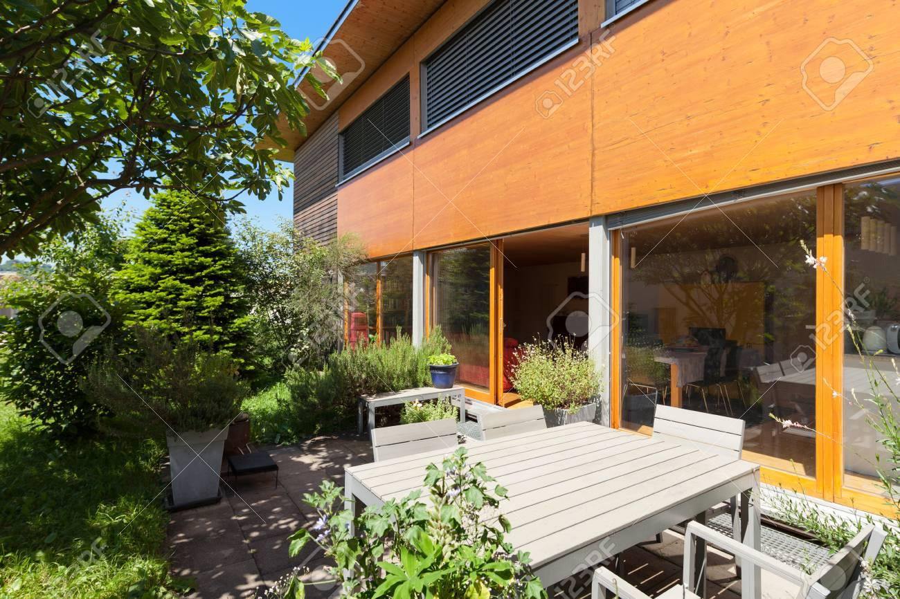 Terraza De Una Casa De Madera El Diseño Moderno