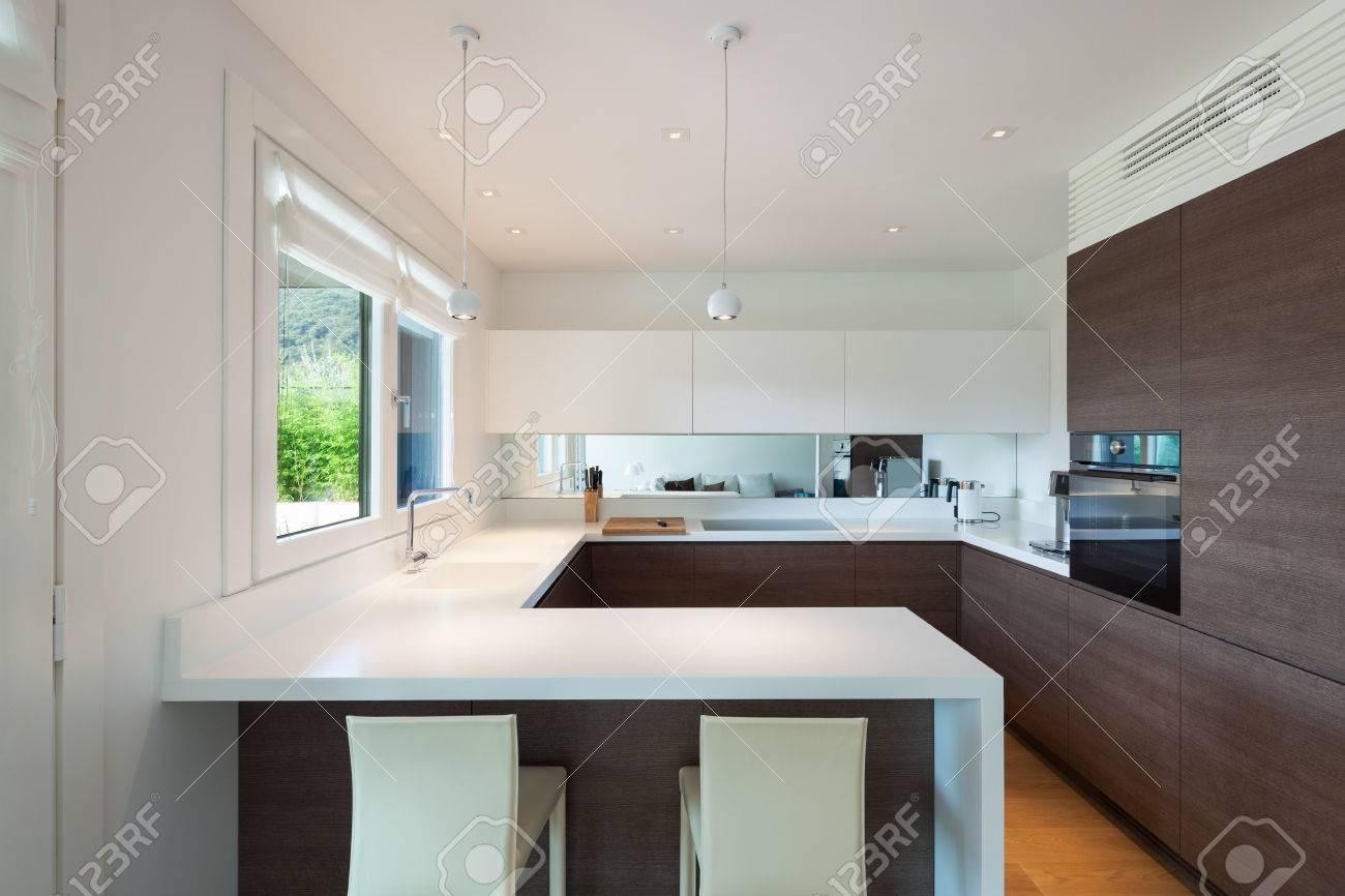 Interieur De La Maison De Luxe Cuisine Moderne Et Elegant Banque D