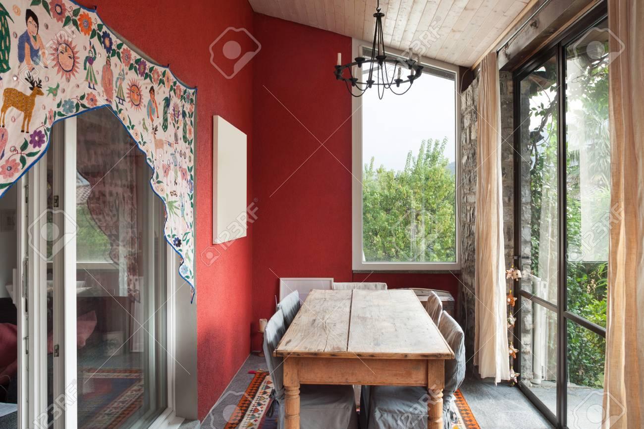 veranda interieur a manger photo Banque du0027images - Intérieur, véranda avec ancienne table à manger, image  sur le mur