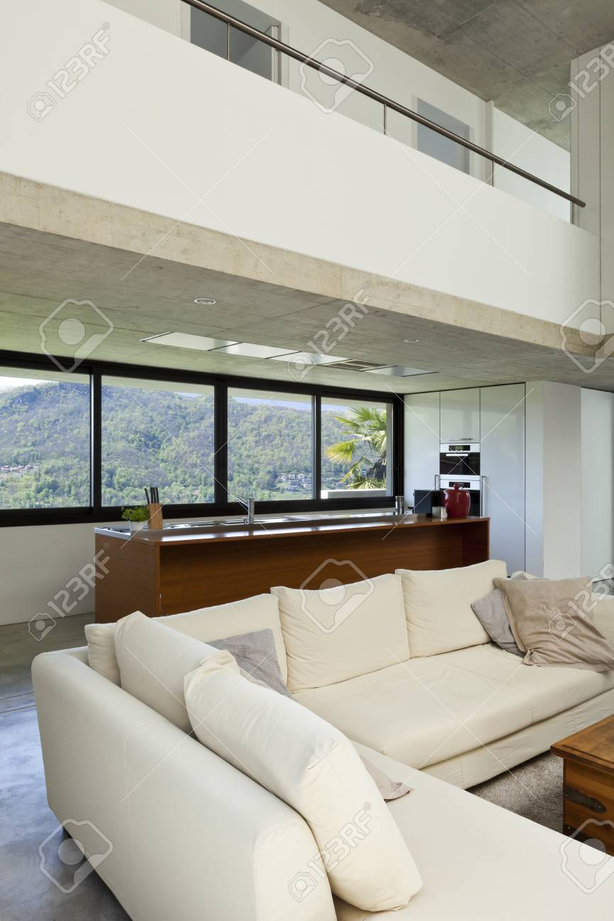 Schöne Moderne Haus In Zement, Interieur, Wohnzimmer Lizenzfreie ...