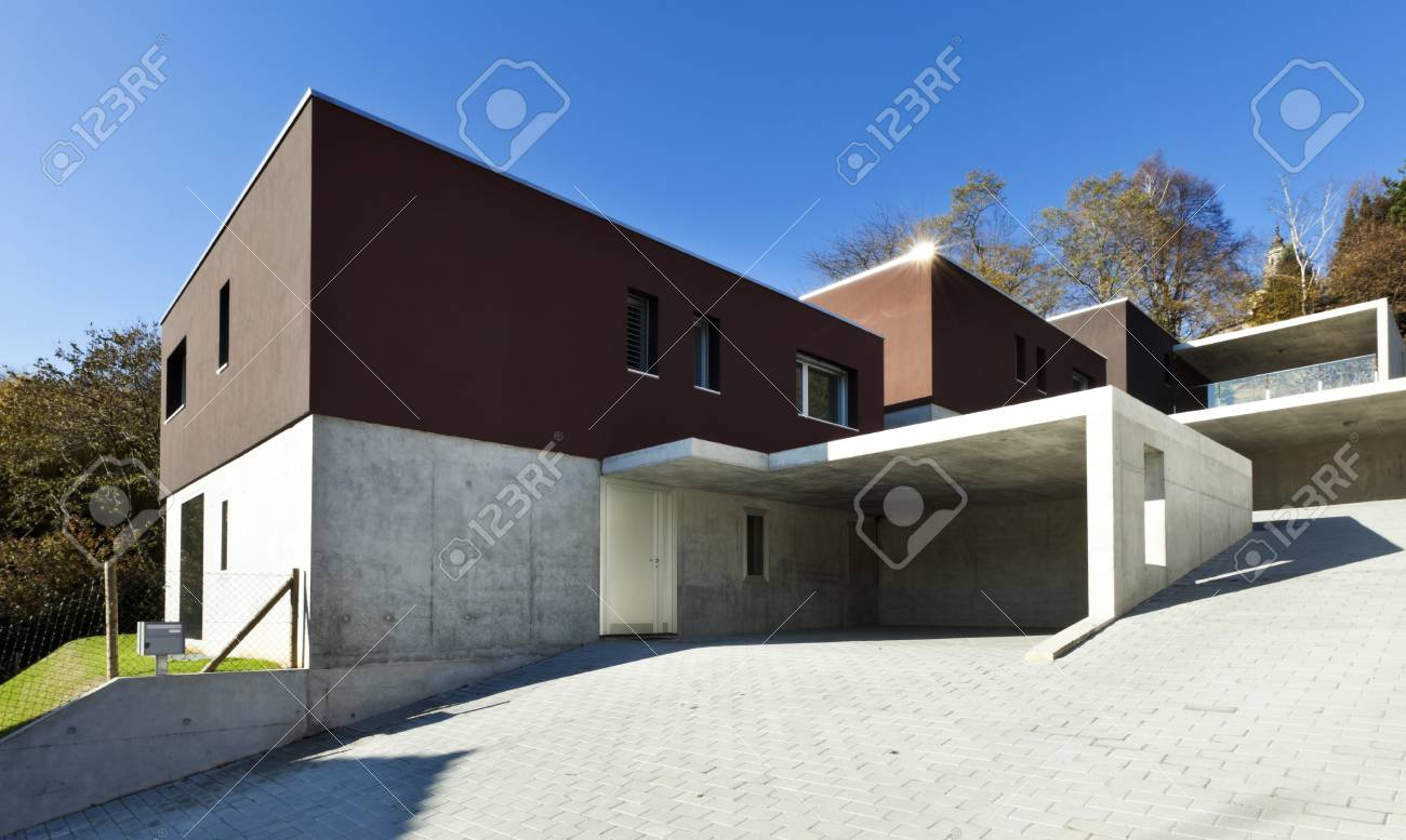 Blick Auf Die Schonen Modernen Hauser Im Freien Lizenzfreie Fotos