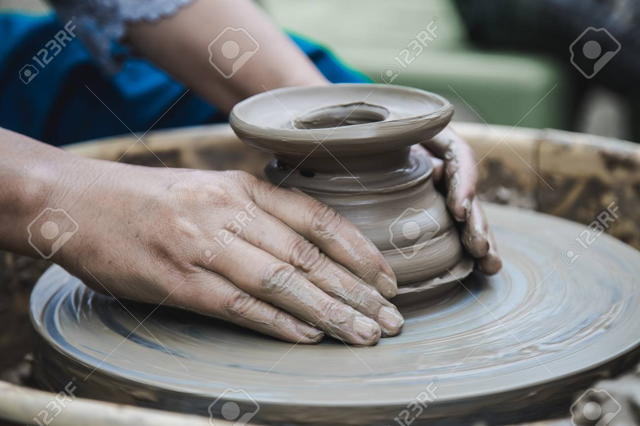 Closed up hands man using mechanic pottery made earthenware. - 99430934