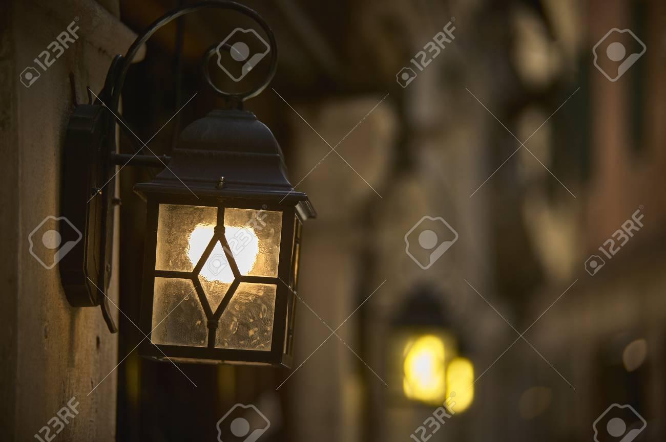 Lanterna Illuminazione : Piccola lanterna per lilluminazione della città depoca. foto