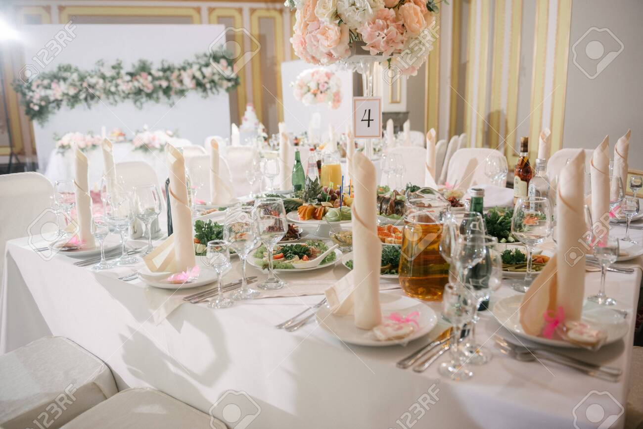 Table decoration on the wedding day. - 142233306