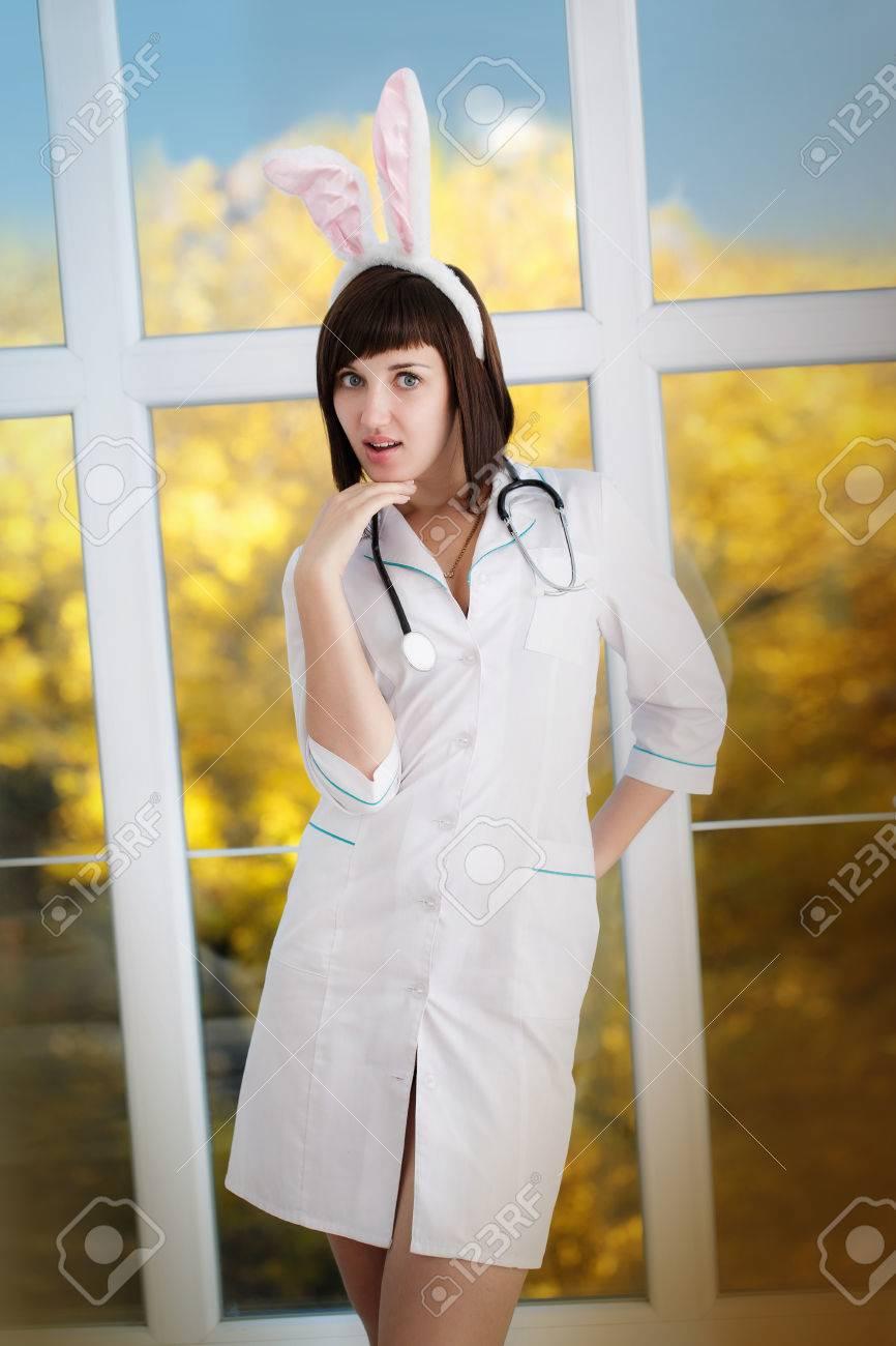 Женщины в сексуальных халатах медсестер