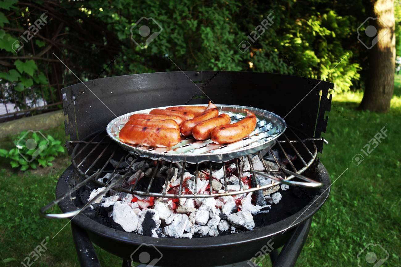 grille würstchen im garten. grill. lizenzfreie fotos, bilder und