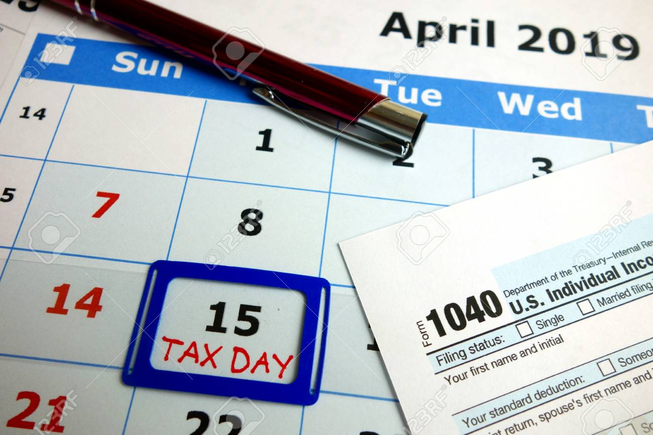 Calendar showing deadline for filing taxes - April 15, 2019