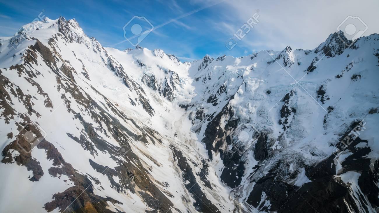 Paysage Dhiver De La Chaîne De Montagnes De Neige Et Ciel Bleu