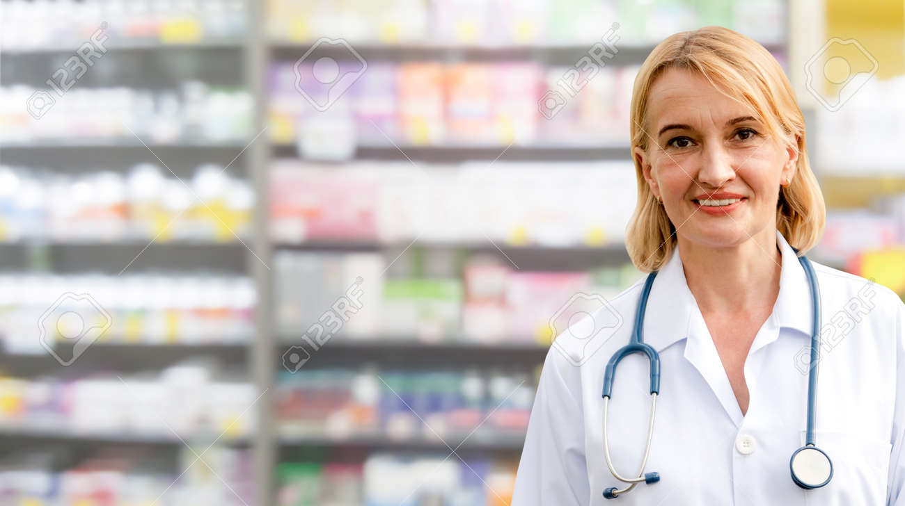 Senior woman pharmacist working in the pharmacy. Medical healthcare and medicine service. - 121833636