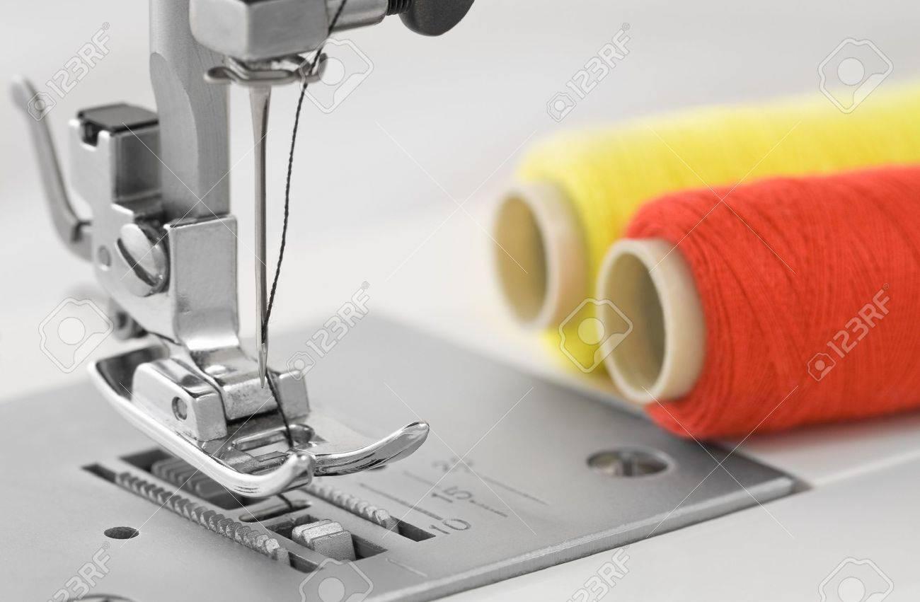 sewing machine, detail - 10999376