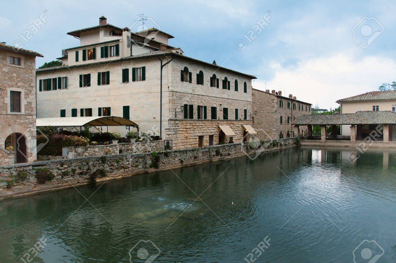 Antiche Terme Romane Della Città Toscana Di Bagno Vignoni Foto ...