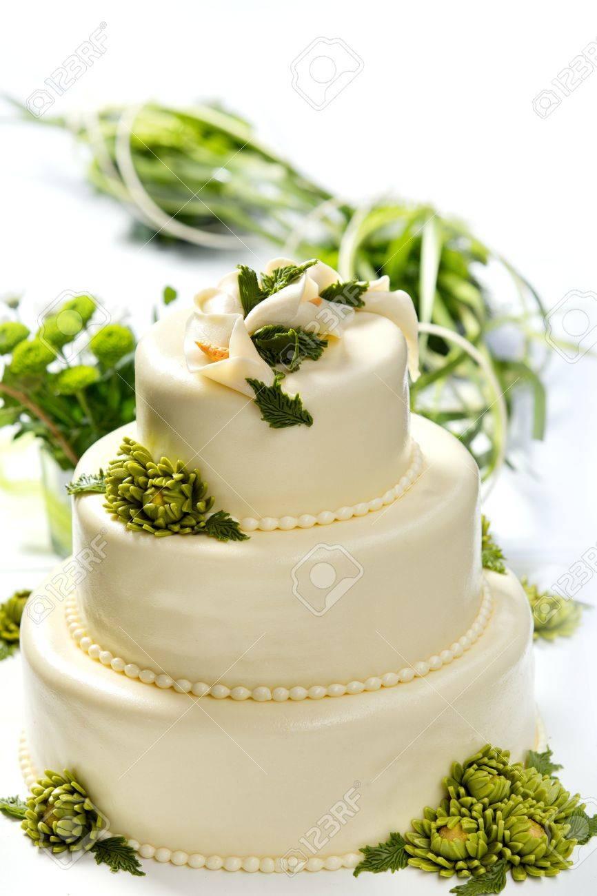 Traditionelle Hochzeit Kuchen Auf Einem Weissen Hintergrund