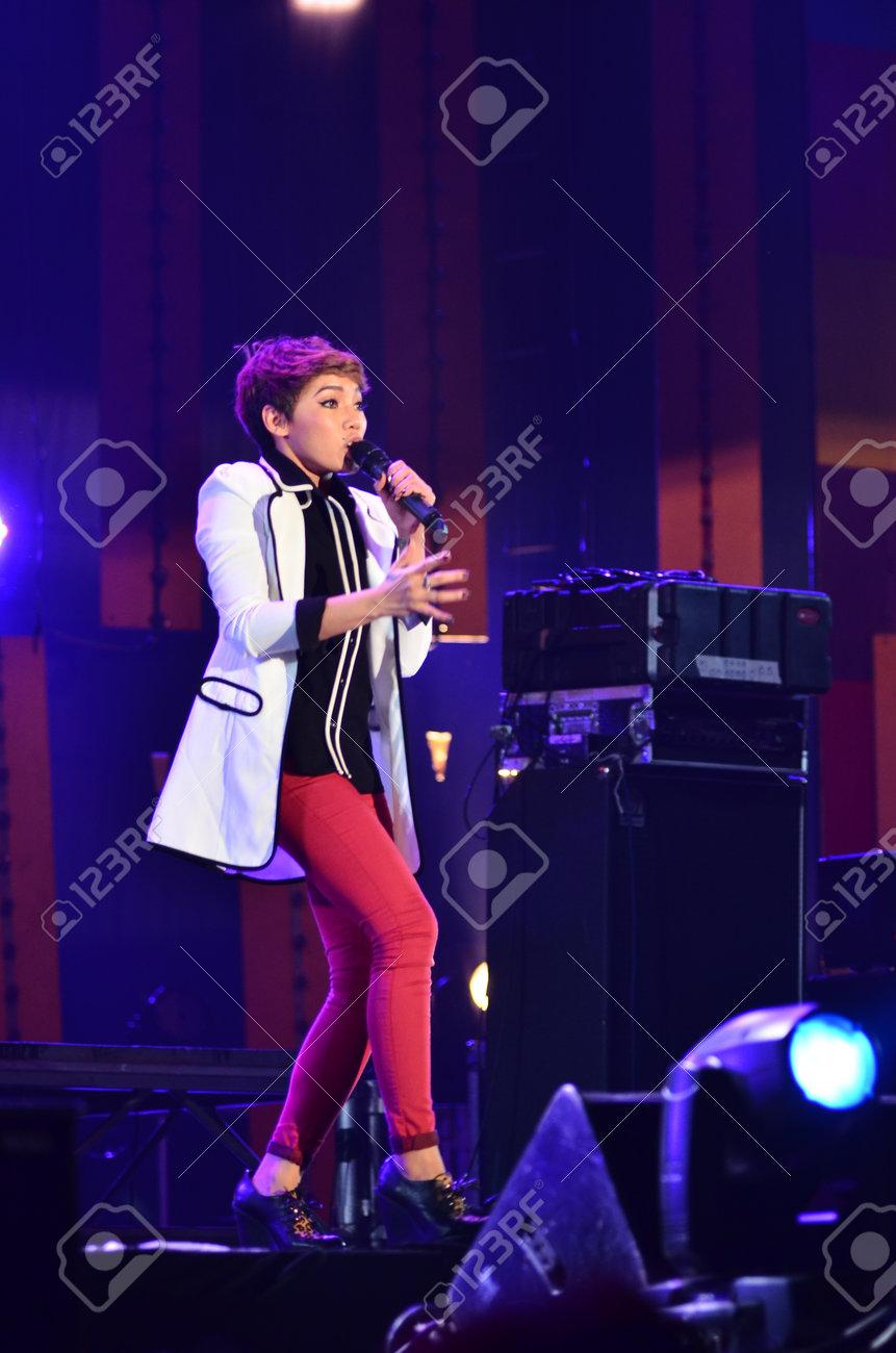 NONTABURI, THAILAND  - OCTOBER 4 : Da Endorphine singer singing in Grammy Wonderland concert on 4 October 2012 at IMPACT Challenger, Nontaburi, Thailand Stock Photo - 15699031