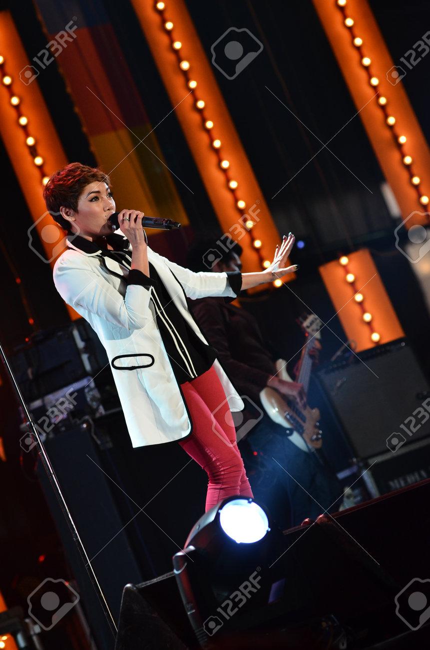 NONTABURI, THAILAND  - OCTOBER 4 : Da Endorphine singer singing in Grammy Wonderland concert on 4 October 2012 at IMPACT Challenger, Nontaburi, Thailand Stock Photo - 15699091