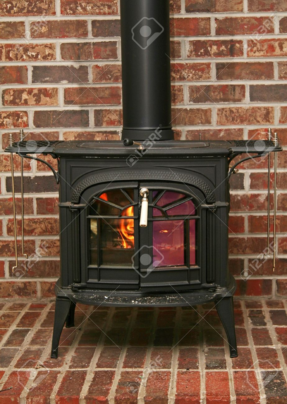 Old fashioned wood burning stove on a brick base Stock Photo - 9114871 - Old Fashioned Wood Burning Stove On A Brick Base Stock Photo