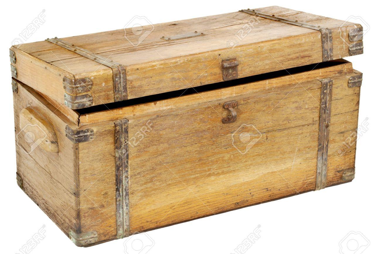acheter populaire 3191a a006f Vintage coffre en bois ou boîte à outils avec des ferrures en laiton isolé  sur blanc