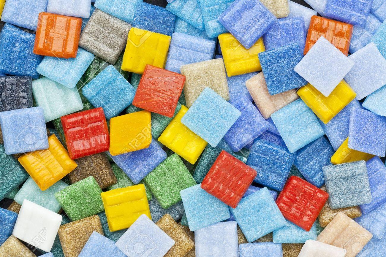 Glas Mozaiek Tegels : Willekeurige achtergrond van kleurrijke glas mozaïek tegels met