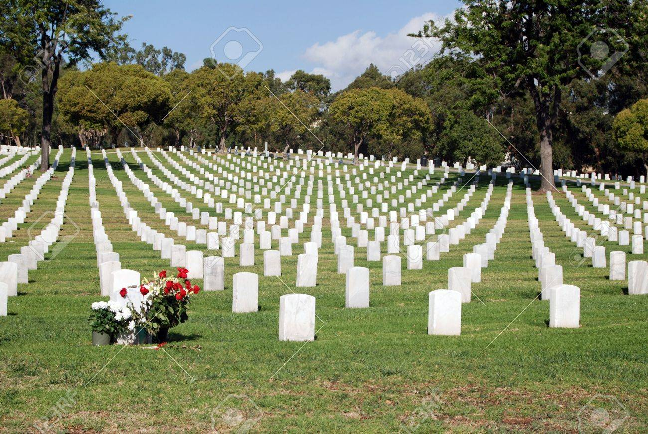 Tombstones Lined Up In The Los Angeles National Cemetery. The ...