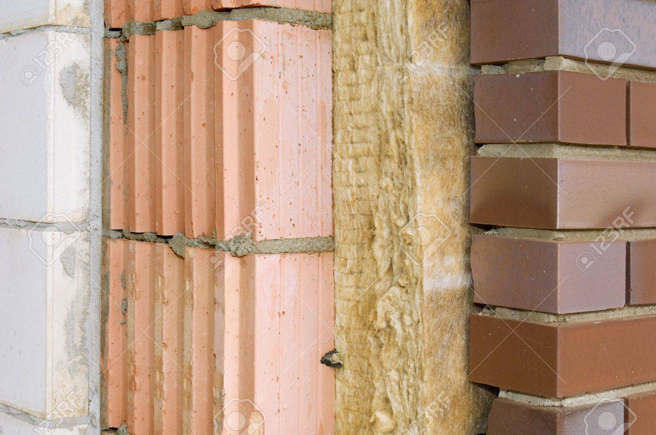 Thermal insulation of a house wall - 7476477