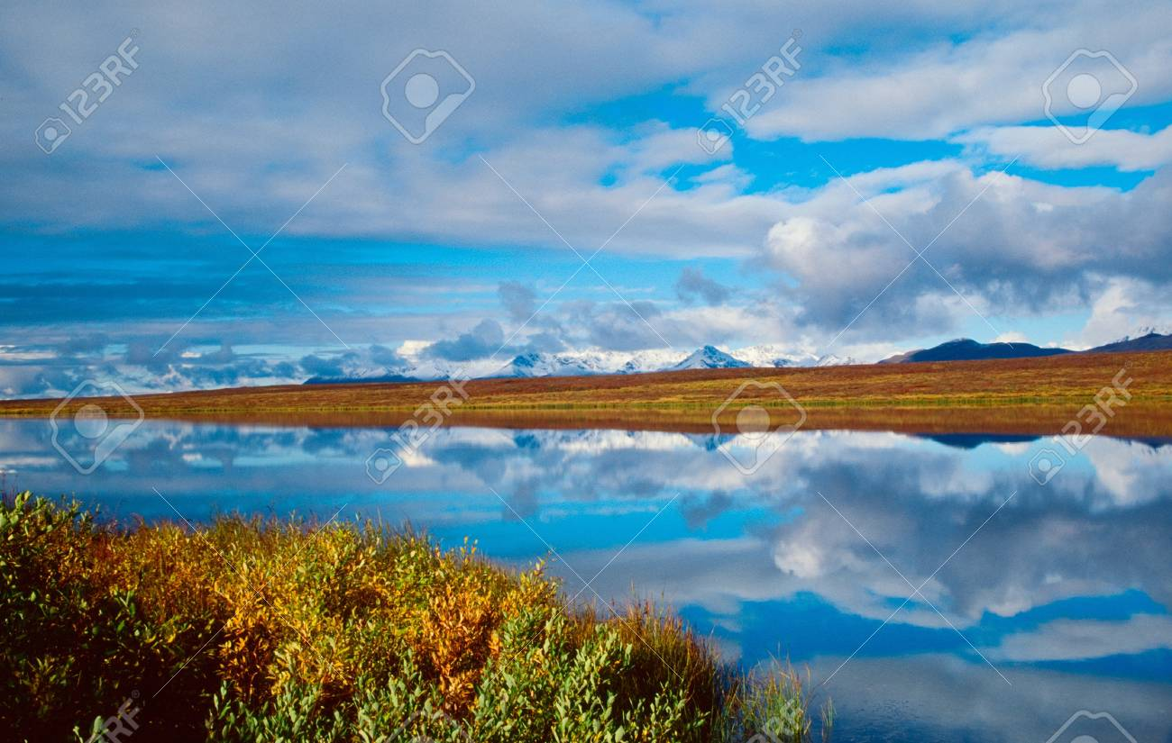 Mountain reflection in the lake Stock Photo - 10408341