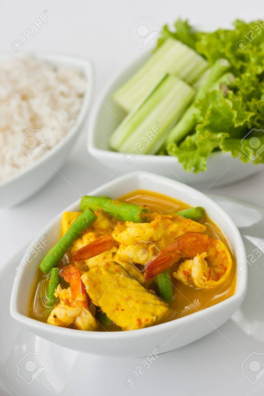 Thai spicy and sour seafood soup with longbean Stock Photo - 9442065