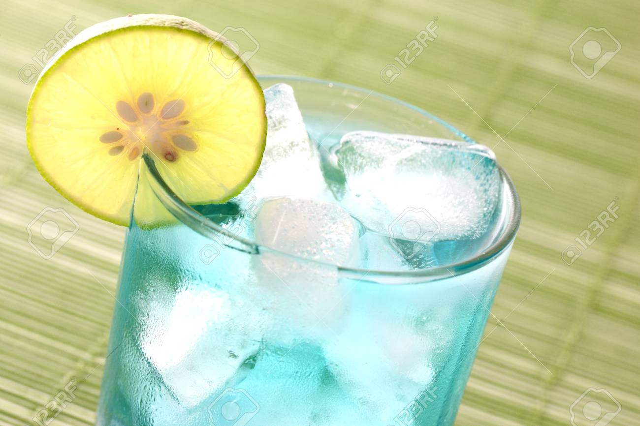 Cocktail in green background Stock Photo - 10427100